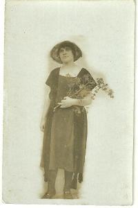 Fotografie žena v klobouku