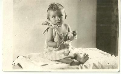 Fotografie děťátko s chrastítkem