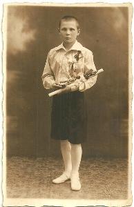 Foto chlapec s modlitbami, svaté přijímání 1931