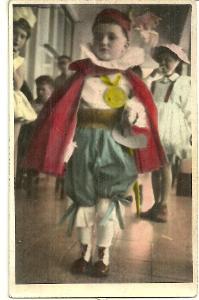 Foto chlapec na maškarním karnevalu, kolorovaná