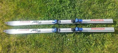 Sjezdové lyže Fisher