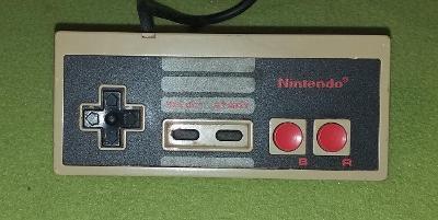 Gamepad pro konzoli NINTENDO NES model NES-004E č. 1