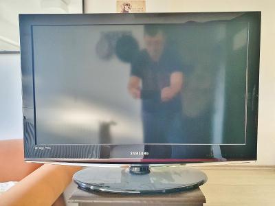 Televize Samsung LE 32 C 450, uhlopříčka 82 cm