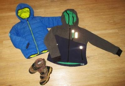 Chlapecká softshellová bunda s kapucí - 110 + boty - 26