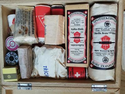 Starožitná retro lékárnička