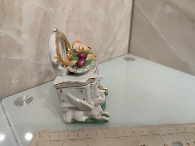 Starožitná dóza porcelan