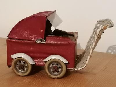 Starý malý kočárek hračka - rarita krásný kousek