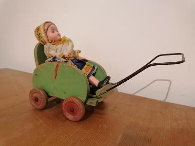 Starý malý dřevěný kočárek sport hračka, panenka rarita krásný kousek