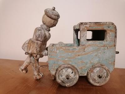 Starý dřevěný kočárek s chodící panenkou!! hračka rarita nevídané!!