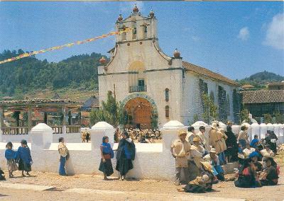 Mexiko vesnička Chiapas, kostel a náměstí Juan Chamula Plaza neprošlá