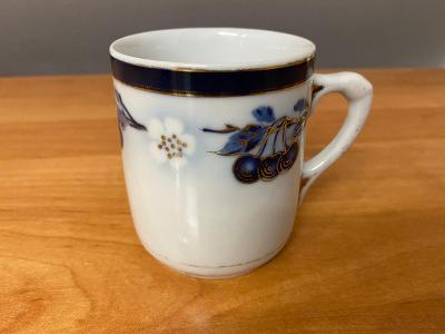 Porcelánový hrnek, rok cca 1910, výška 7,5 cm, průměr 9 cm, bez poškoz
