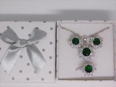 Krásný stříbrný setík se zelenými zirkony - aukce od koruny!
