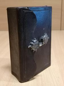 St. bible se stříbrnou sponou v kůži 1884