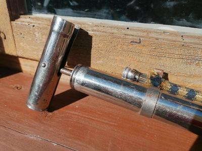 Stará pumpička v niklu na staré jízdní kolo pěkný stav