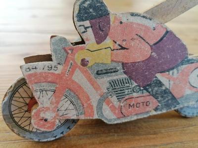 Velmi stará hračka motocykl, motorka - zajímavý kousek veteran