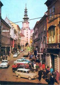 Bratislava, Michalská ulice s gotickou věží a bránou