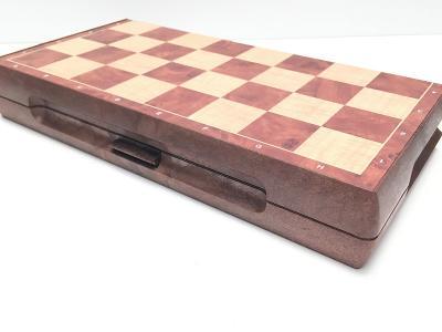 Pěkné stolní šachy, skládací, magnetické, nové
