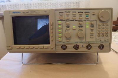 Tektronix TDS 640  nefunkční