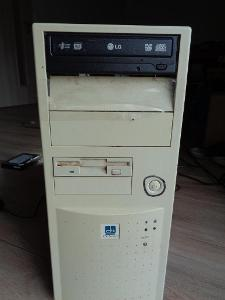 Staré PC s monitorem