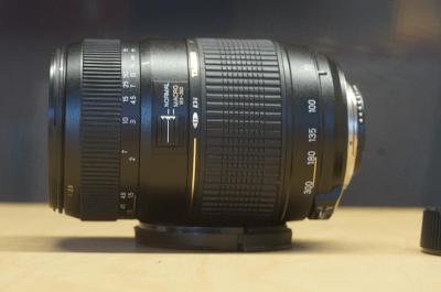 Tamron pro NikonAF 70-300 4-5,6 tele macro (1:2)