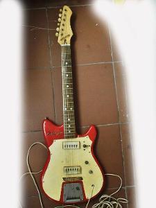Stará kytara Jolana