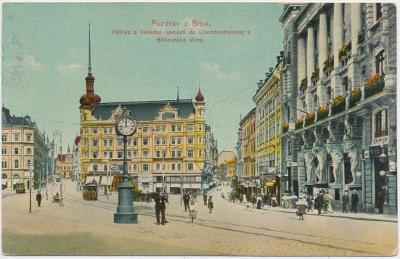 04 - Brno, pohled do Lichtenšteinovy a Běhounské ul., lidé, tramvaj...