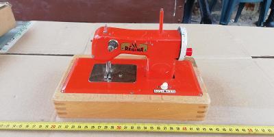 starý dětský šicí stroj - REGINA