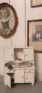 Stará skřín pro panenky č.3