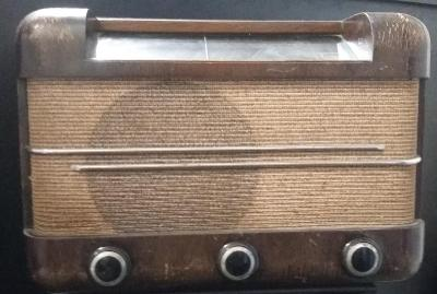 Staré rádio IRON PENTA LUXUS - elektronkové