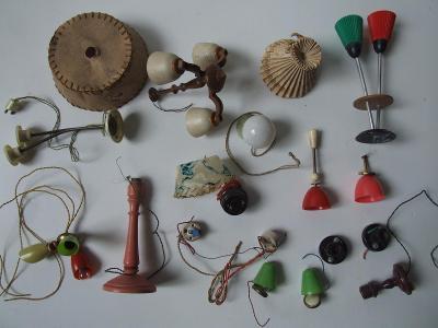 staré lustry, lampičky a jiné do pokojíku pro panenky