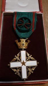 Vojenský řád zásluh - Komtur stříbro, zlaceno ORIGINAL TOP STAV etue