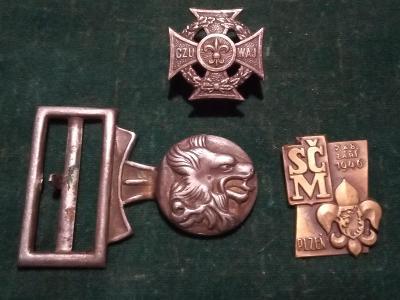 """Staré odznaky a část přezky z opasku""""SKAUTI"""".."""