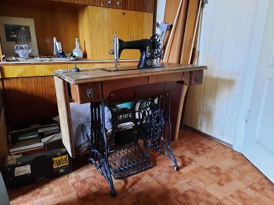 starý šicí stroj veritas