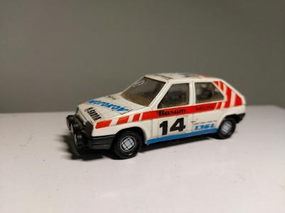 Staré retro autíčko Škoda Favorit
