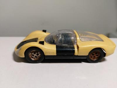 Staré retro autíčko Porsche Carrera