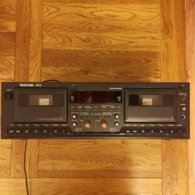 Kazetovy magnetofon studiovy Tascam 302