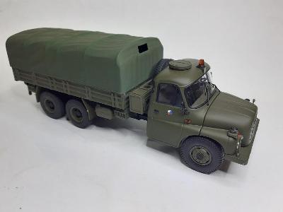 Tatra 148 valník s plachtou.