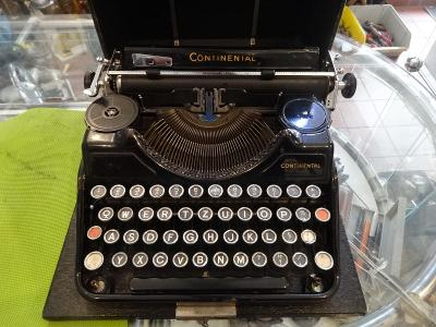 Krásný psací stroj CONTINENTAL