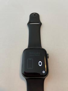Apple Watch Series 4, 44mm, hliníkové, černé