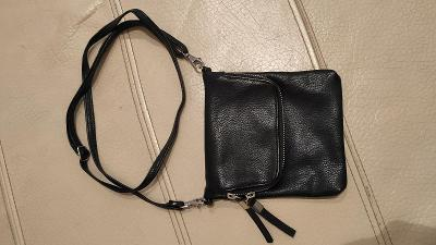 pěkná stylová malá dámská kabelka přes rameno