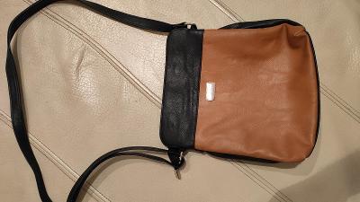 pěkná  dámská kabelka do ruky nebo přes rameno