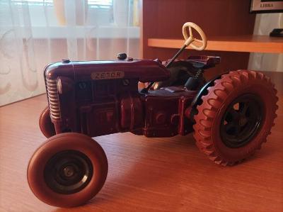 Bakelitový traktor Zetor 25