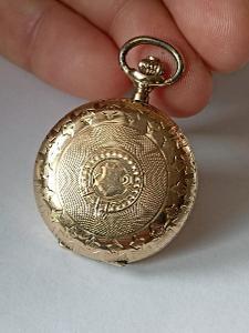 Starožitné zdobně ryté 14K zlaté tříplášťové dámské hodinky