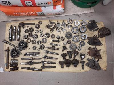 Jawa ČZ 175 250 350 kývačka panelka atd díly spojky labyrinty