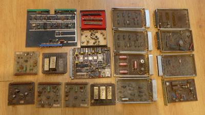 #8 - Staré průmyslové desky , konektory URS, zlacené chipy