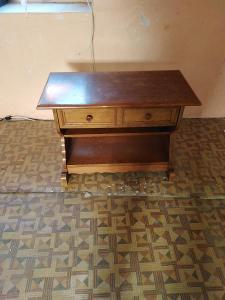 konferenční starý stolek