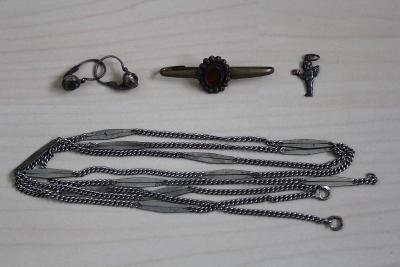 Staré šperky - řetízek, náušnice, brož, přívěsek andílek - č. 31