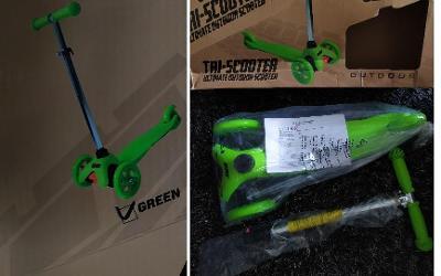 tříkolka, zelená,nosnost 25 kg, deska 38 x 11 cm, nožní brzda,
