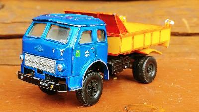 MAZ 503 v měřítku 1:43, kovový náklaďák (VÝROBA SSSR,VZÁCNÝ MODEL)*!!!