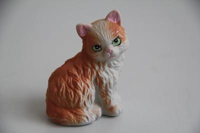 Porcelánová soška kočky, ručně malovaná